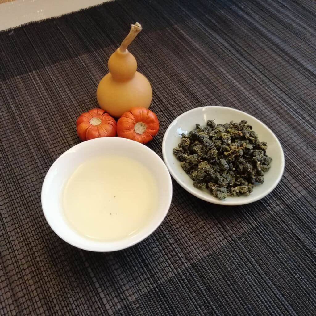 Cremoso Jinxuan 2019 presentación licor y hebras secas