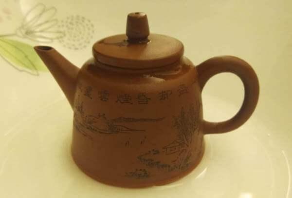 tetera yixing parte hecha a mano, parte con molde