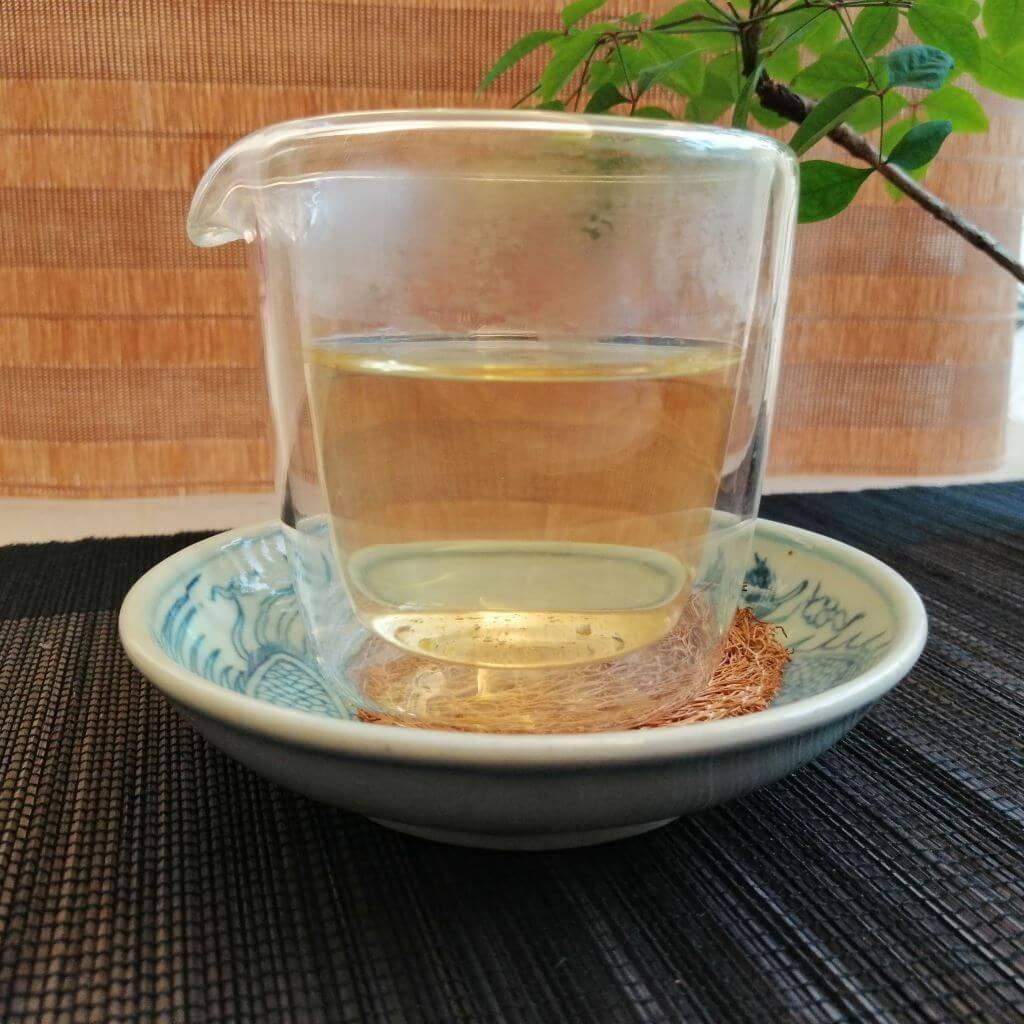 Té oolong aroma de osmanto 2019 licor en decantador