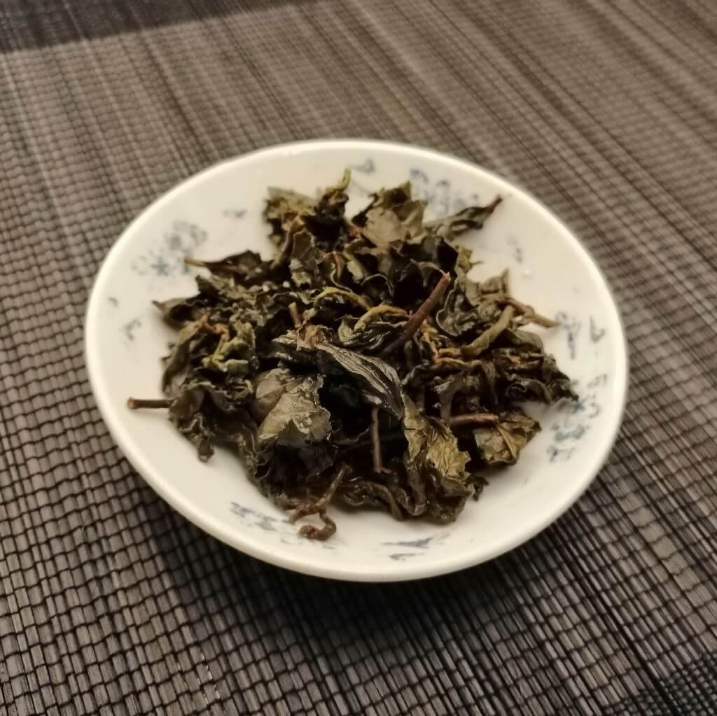 Té oolong chocolate dongding hebras húmedas 2